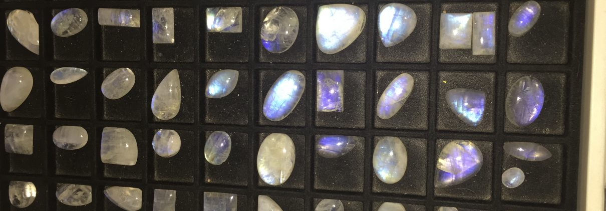 Rainbow moonstone cabs